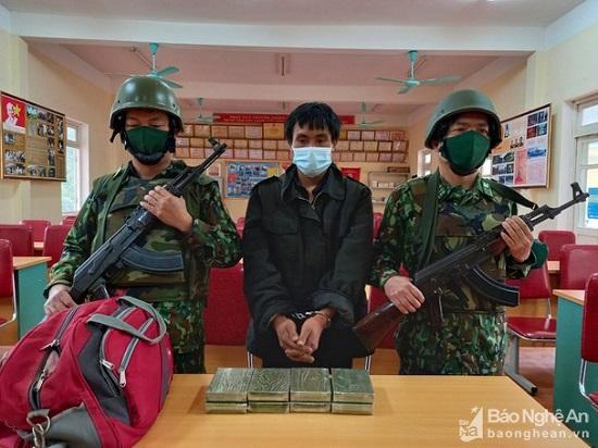 Vận chuyển 8 bánh heroin từ Lào về Nghệ An, nam thanh niên bị bắt giữ  - Ảnh 1