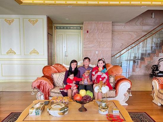 Lê Âu Ngân Anh khoe biệt thự đẹp như cung điện, các phòng trong nhà đều toát lên vẻ xa hoa, giàu có - Ảnh 1