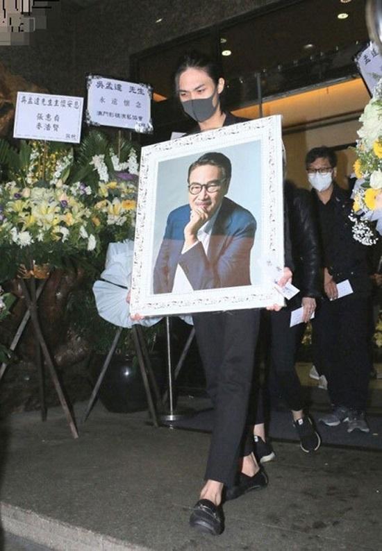 Tin tức giải trí mới nhất ngày 10/3: Chuyên gia trang điểm cho loạt nghệ sĩ nổi tiếng đột ngột qua đời ở tuổi 35 - Ảnh 3