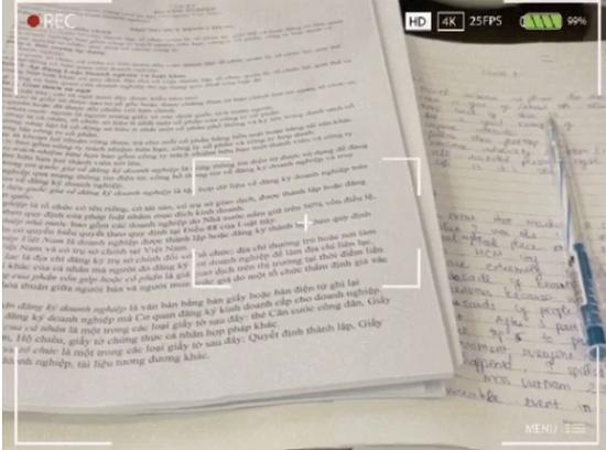 """Hoa hậu Đỗ Thị Hà """"check in"""" vở viết khi đi học, tự nhận chữ viết """"xấu gần nhất lớp""""  - Ảnh 2"""
