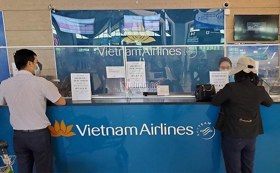 Hành khách đi máy bay bỏ quên vali chứa 315 triệu cùng nhiều vòng vàng  - Ảnh 2