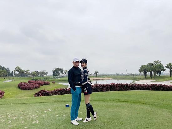 """Hoa hậu Jenifer Phạm khoe dáng nuột nà như """"gái chưa chồng"""" trên sân golf - Ảnh 4"""