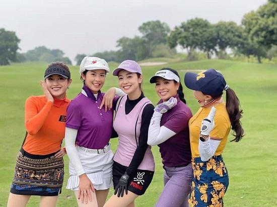 """Hoa hậu Jenifer Phạm khoe dáng nuột nà như """"gái chưa chồng"""" trên sân golf - Ảnh 5"""