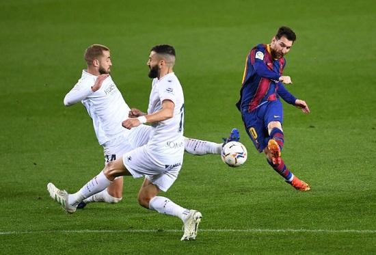 Messi lập cú đúp bằng 2 pha sút xa, đưa Barca tiến gần ngôi đầu bảng - Ảnh 1
