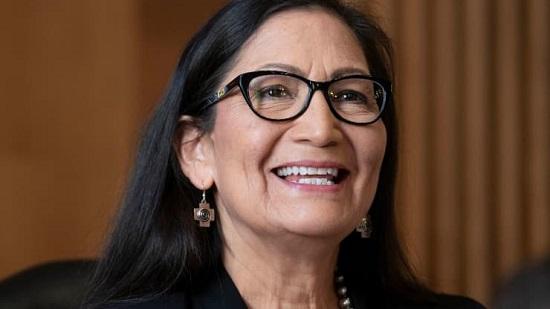 Mỹ xác nhận bộ trưởng nội vụ người bản địa đầu tiên  - Ảnh 1