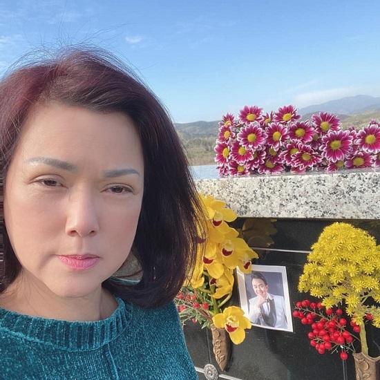 """Vợ cố nghệ sĩ Chí Tài viết """"vỏn vẹn"""" 4 chữ gây xúc động để tưởng nhớ 100 ngày chồng mất  - Ảnh 3"""