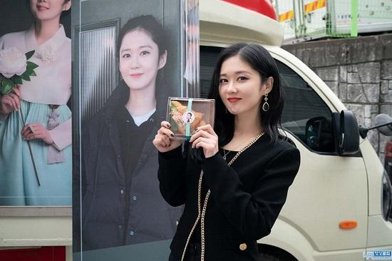 Tin tức giải trí mới nhất ngày 19/3: Hòa Minzy lần đầu khoe được mẹ chồng tận tình chăm sóc  - Ảnh 4