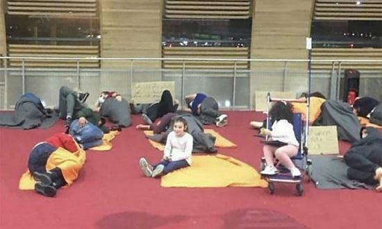 """25 hành khách """"mắc kẹt"""" suốt 3 tuần tại sân bay Paris do đóng cửa biên giới  - Ảnh 1"""