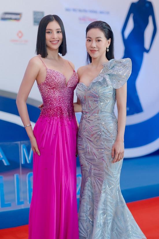 """Hoa hậu Trần Tiểu Vy khoe vòng 1 """"lấp ló"""" trong bộ váy chưa từng xuất hiện tại Miss Universe - Ảnh 1"""
