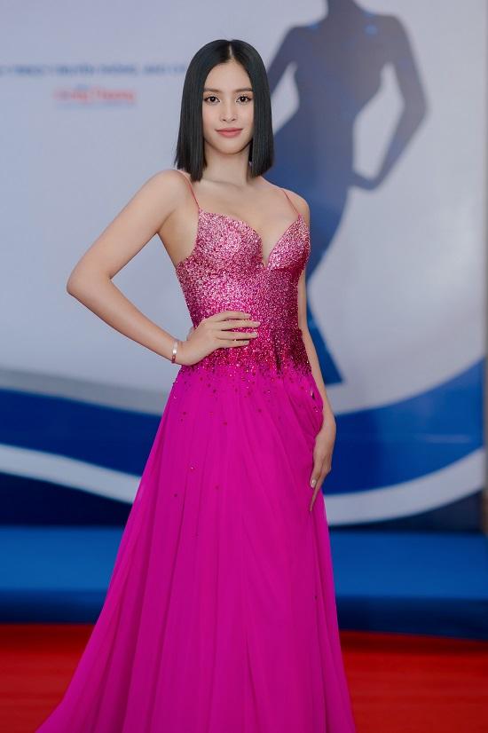 """Hoa hậu Trần Tiểu Vy khoe vòng 1 """"lấp ló"""" trong bộ váy chưa từng xuất hiện tại Miss Universe - Ảnh 5"""