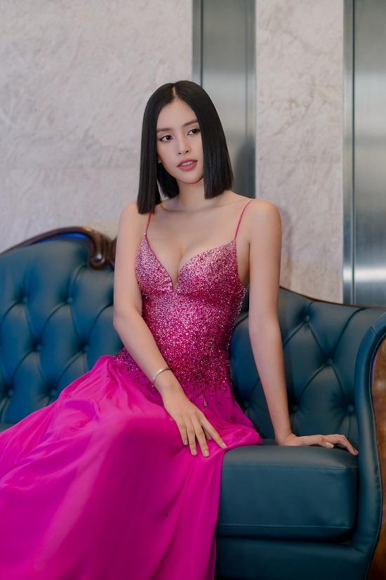 """Hoa hậu Trần Tiểu Vy khoe vòng 1 """"lấp ló"""" trong bộ váy chưa từng xuất hiện tại Miss Universe - Ảnh 6"""