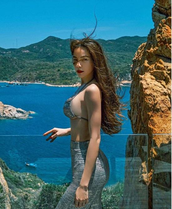 """Hồ Ngọc Hà liên tục diện bikini hở bạo, """"đốt mắt"""" người nhìn với 3 vòng """"vạn người mê""""  - Ảnh 4"""