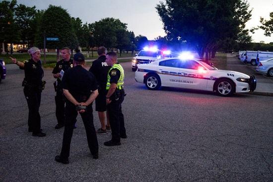 Mỹ: Xả súng tại bãi biển Virginia khiến ít nhất 10 người thương vong - Ảnh 1