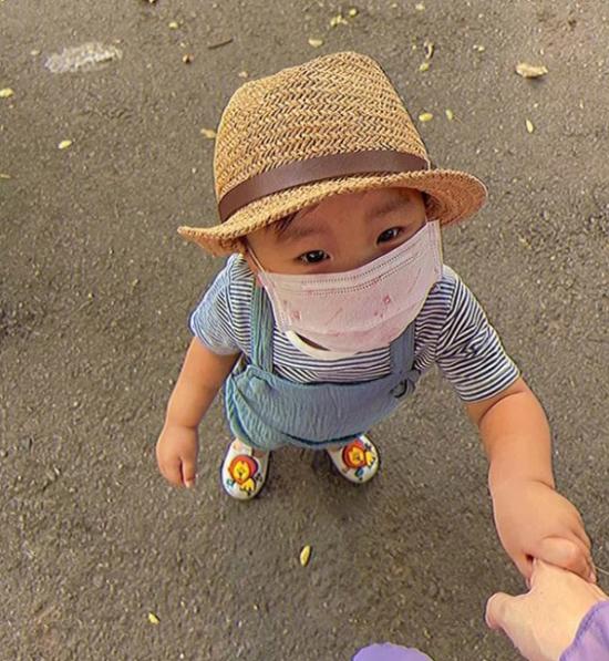 Tin tức giải trí mới nhất ngày 29/3: Hòa Minzy lên tiếng về lý do giấu kín ngoại hình con trai  - Ảnh 1