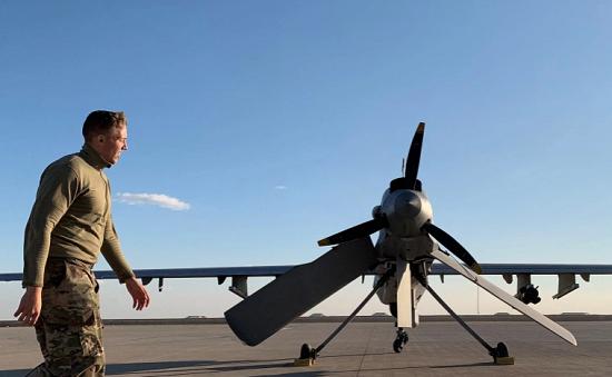 Căn cứ Không quân Mỹ tại Iraq bị loạt pháo phản lực oanh tạc - Ảnh 1