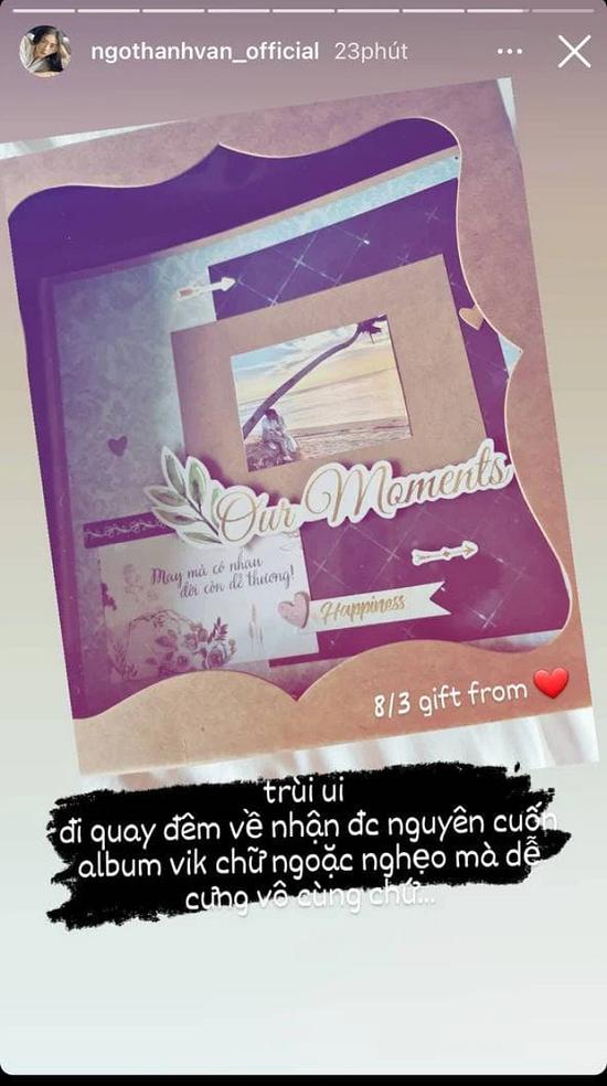 """Ngô Thanh Vân khoe quà 8/3 từ """"tình trẻ"""" Huy Trần, fan nhanh mắt phát hiện khoảnh khắc khóa môi của cặp đôi - Ảnh 2"""