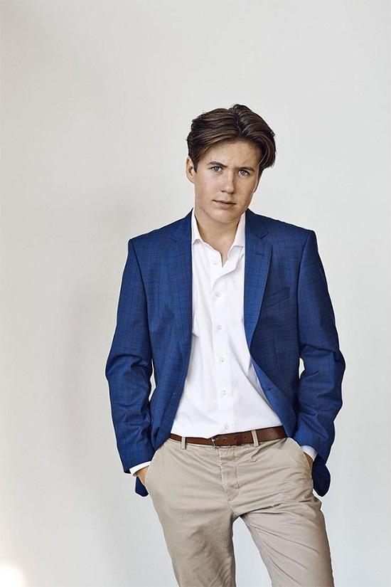 """Hoàng tử Đan Mạch 16 tuổi thần thái """"ngút trời"""", được hoàng gia săn đón mỗi khi xuất hiện  - Ảnh 1"""