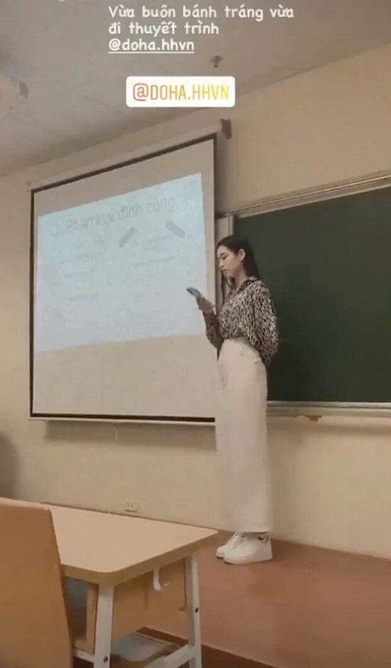 """Hoa hậu Đỗ Thị Hà bị quay lén tại lớp học, nhan sắc đời thường khiến nhiều người """"ngỡ ngàng""""  - Ảnh 1"""