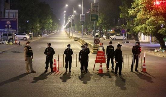 Tướng quân đội Campuchia bị bắt vì vận chuyển trái phép 28 người Trung Quốc  - Ảnh 1