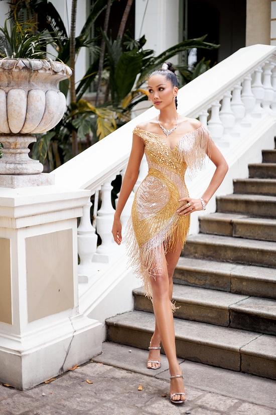 Hoa hậu H'Hen Niê khoe khả năng tự trang điểm, thần thái ngời ngời thu hút mọi ánh nhìn  - Ảnh 3