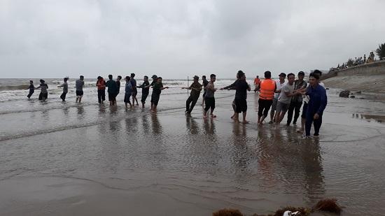 Thanh Hóa: Tìm thấy 2 thi thể học sinh đuối nước khi tắm biển - Ảnh 1