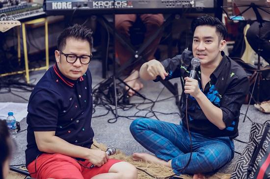 Bằng Kiều thể hiện sự nể phục với Quang Hà, đệm đàn guitar cho đàn em hát  - Ảnh 1