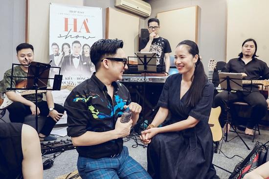 Bằng Kiều thể hiện sự nể phục với Quang Hà, đệm đàn guitar cho đàn em hát  - Ảnh 5