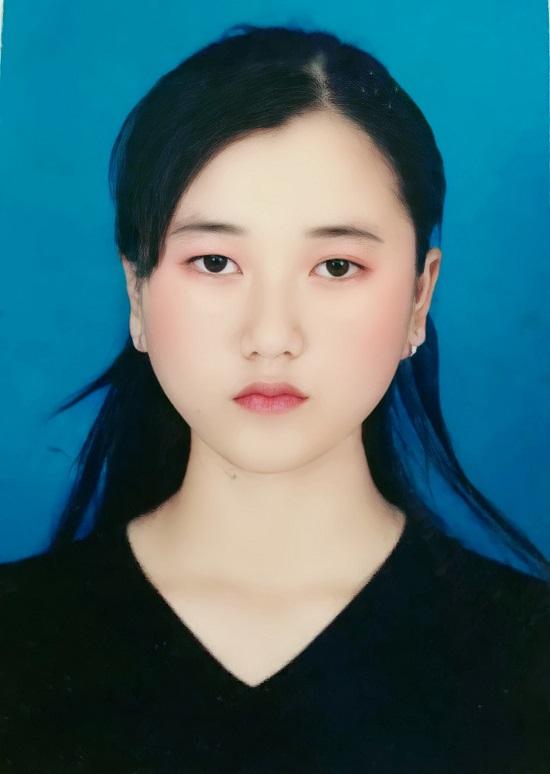 """Lâm Vỹ Dạ đăng tải ảnh thẻ năm 17 tuổi, cảm thấy trăn trở do cơ mặt """"trời sinh bất thường"""" - Ảnh 5"""