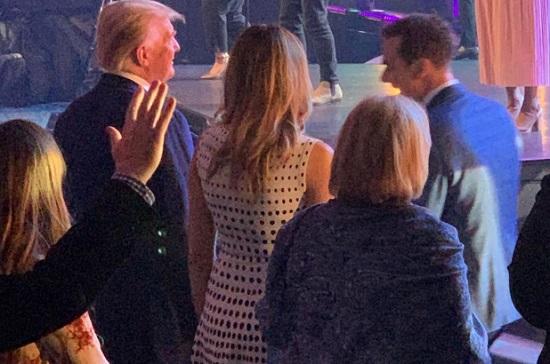 """Vợ chồng ông Donald Trump cùng xuất hiện tại sự kiện sau """"tin đồn ly hôn""""  - Ảnh 1"""