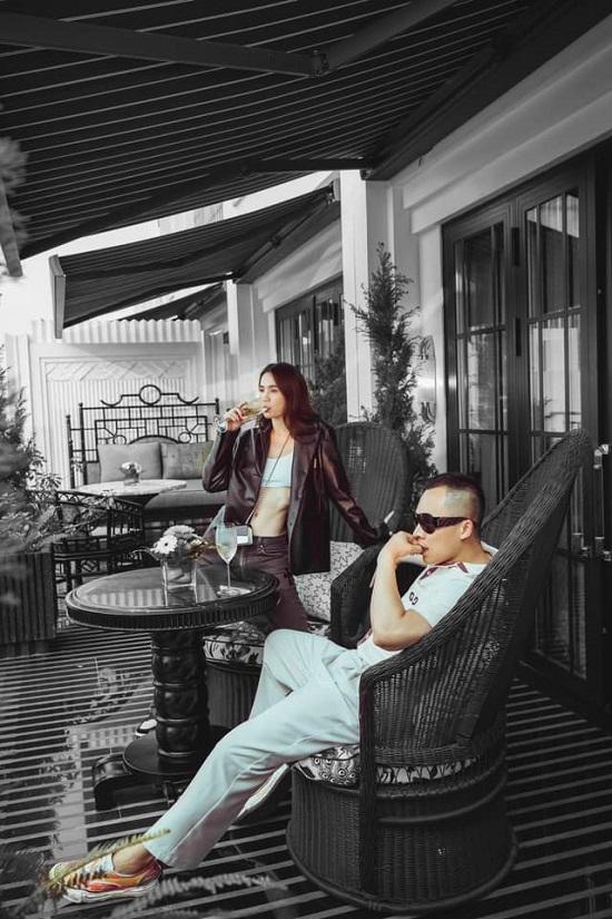 """Ngọc Trinh khoe trọn vòng eo """"con kiến"""" trong bộ ảnh kỷ niệm 17 năm tình bạn với Vũ Khắc Tiệp  - Ảnh 1"""