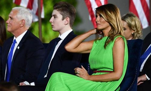 """""""Phát sốt"""" trước loạt ảnh cười hiếm hoi của """"Hoàng tử Nhà Trắng"""" Barron Trump - Ảnh 1"""