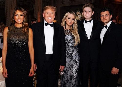 """""""Phát sốt"""" trước loạt ảnh cười hiếm hoi của """"Hoàng tử Nhà Trắng"""" Barron Trump - Ảnh 7"""