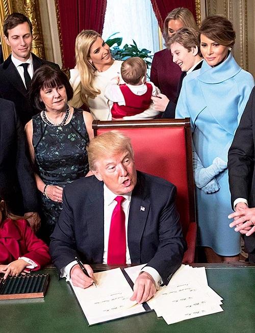 """""""Phát sốt"""" trước loạt ảnh cười hiếm hoi của """"Hoàng tử Nhà Trắng"""" Barron Trump - Ảnh 6"""