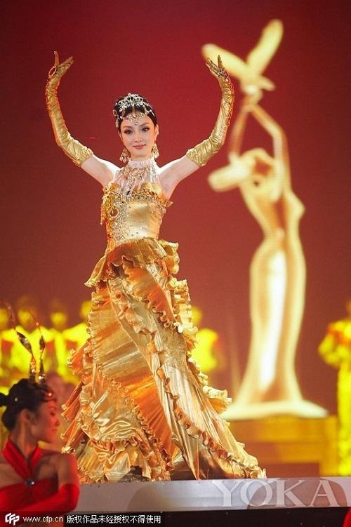 """Nhìn lại 7 """"nữ thần Kim Ưng"""" của Cbiz: Người được khen gợi cảm hết nấc, kẻ nhận chê bai thảm hại - Ảnh 2"""