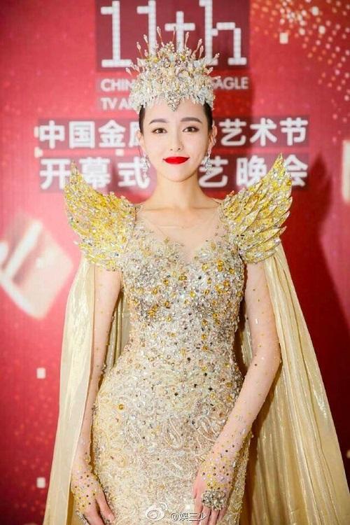 """Nhìn lại 7 """"nữ thần Kim Ưng"""" của Cbiz: Người được khen gợi cảm hết nấc, kẻ nhận chê bai thảm hại - Ảnh 6"""