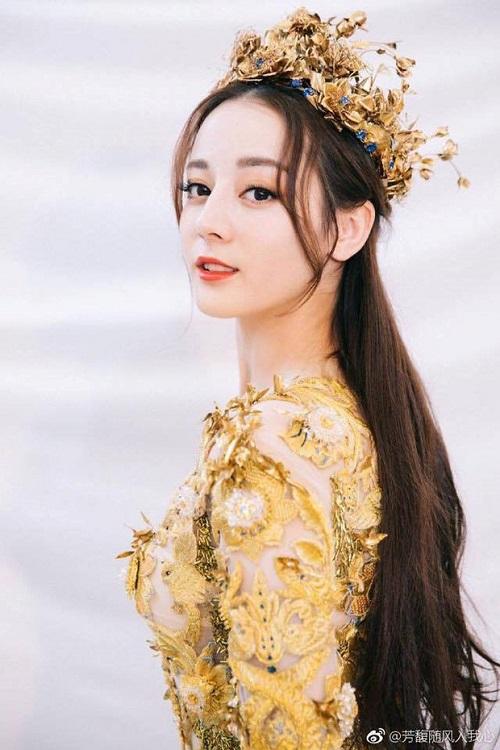 """Nhìn lại 7 """"nữ thần Kim Ưng"""" của Cbiz: Người được khen gợi cảm hết nấc, kẻ nhận chê bai thảm hại - Ảnh 7"""