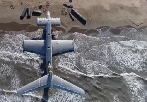 """Chiêm ngưỡng """"quái vật thời chiến"""" nặng 400 tấn trên bờ biển Nga - Ảnh 1"""