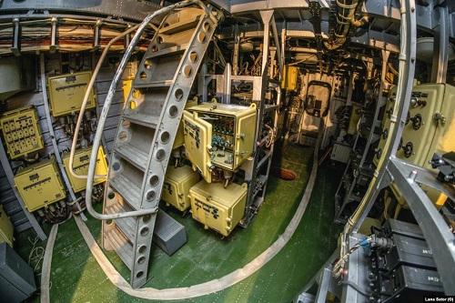"""Chiêm ngưỡng """"quái vật thời chiến"""" nặng 400 tấn trên bờ biển Nga - Ảnh 3"""