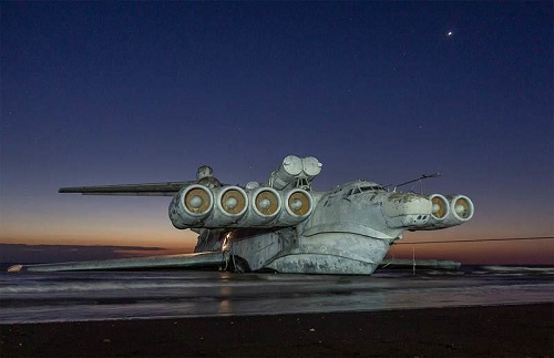 """Chiêm ngưỡng """"quái vật thời chiến"""" nặng 400 tấn trên bờ biển Nga - Ảnh 4"""