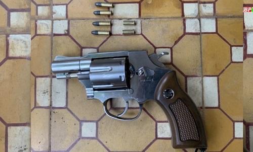Khởi tố đối tượng dùng súng bắn người vì đòi nợ không thành - Ảnh 2