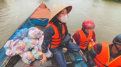 """Ca sĩ Thủy Tiên tâm sự chuyện từ thiện: """"Đã làm thì không sợ, đã sợ thì không làm"""" - Ảnh 4"""