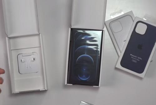 Cận cảnh hộp iPhone 12 ở quốc gia duy nhất trên thế giới vẫn được bán kèm tai nghe EarPod - Ảnh 3