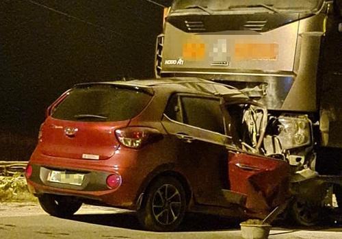 Bắc Kạn: Ô tô con va chạm xe tải, 2 người tử vong - Ảnh 1