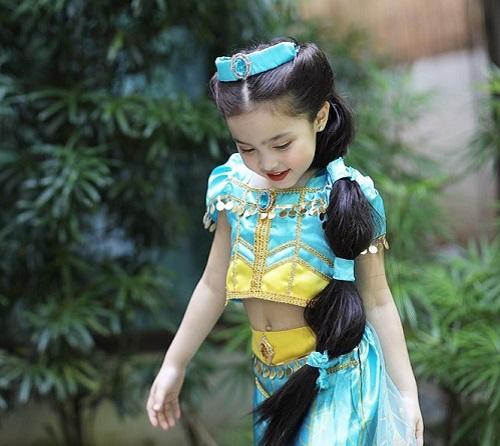 """Hóa thân thành công chúa, con gái mỹ nhân đẹp nhất Philippines gây """"sốt"""" vì quá thần thái và đáng yêu - Ảnh 1"""