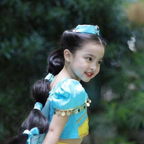 """Hóa thân thành công chúa, con gái mỹ nhân đẹp nhất Philippines gây """"sốt"""" vì quá thần thái và đáng yêu - Ảnh 2"""