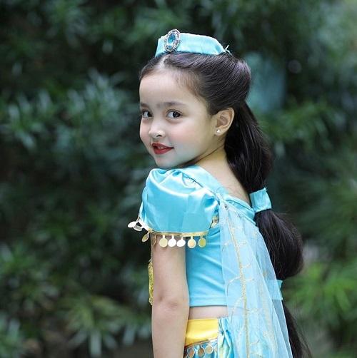 """Hóa thân thành công chúa, con gái mỹ nhân đẹp nhất Philippines gây """"sốt"""" vì quá thần thái và đáng yêu - Ảnh 3"""