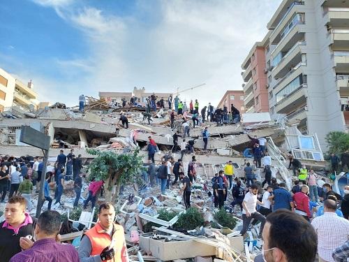 Xót xa khung cảnh hoang tàn ở tỉnh Izmir sau trận động đất rung chuyển Thổ Nhĩ Kỳ - Ảnh 1