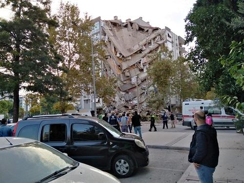 Xót xa khung cảnh hoang tàn ở tỉnh Izmir sau trận động đất rung chuyển Thổ Nhĩ Kỳ - Ảnh 2