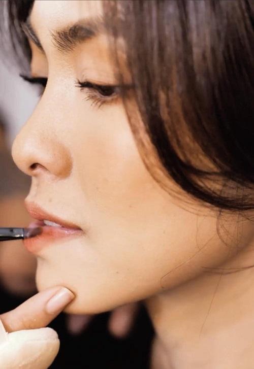 """Lâu lâu mới khoe vai trần, Hà Tăng khiến fan """"ngất lịm"""" vì đẹp đến nao lòng - Ảnh 4"""