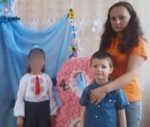 """Phẫn nộ vụ mẹ ruột đánh con trai 5 tuổi tới chết ngay trước mắt con gái vì """"tội gây lộn xộn"""" - Ảnh 1"""